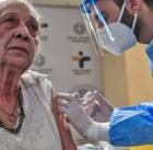Εμβόλιο για τον κορωνοϊό: Έκλεισαν τα πρώτα 60.000 ραντεβού για τους άνω των 85